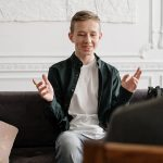 teen-talking-with-therapist